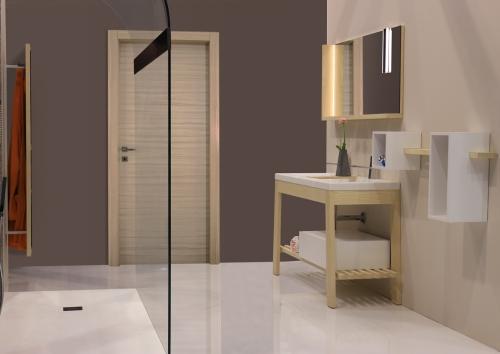 Bath-table-frassino-naturale-02