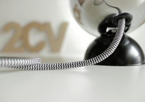 2CV cromo con base nera dettaglio cavo